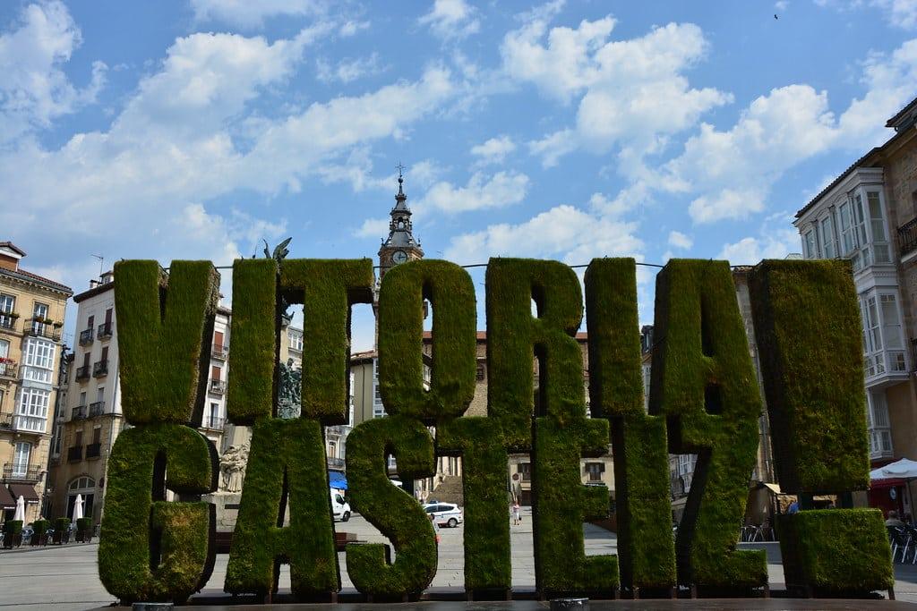 Vitoria-Gasteiz-Plaza-Virgen-Blanca